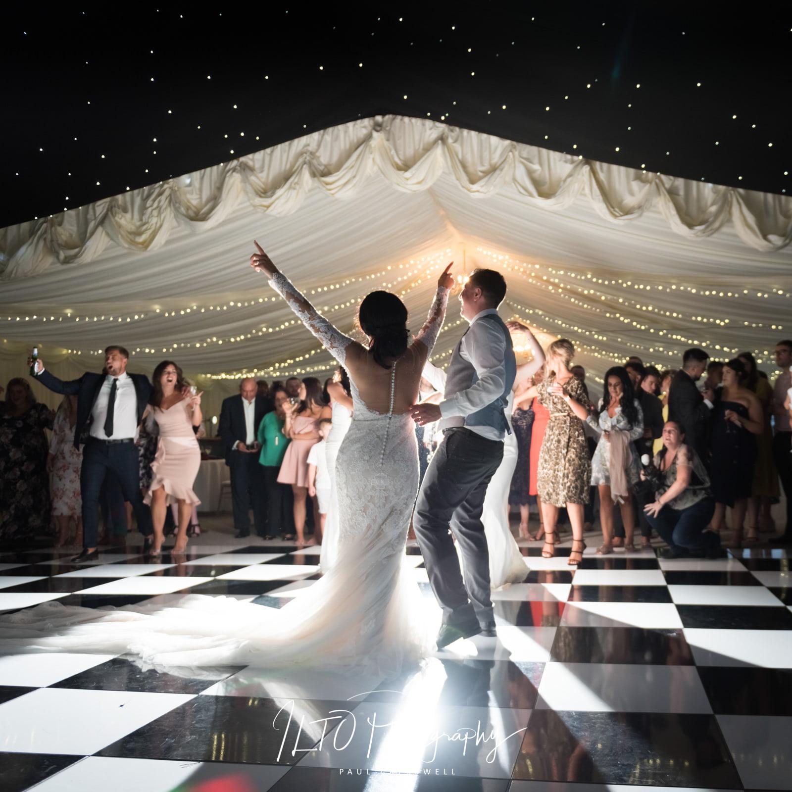 marquee wedding photo yorkshire wedding photographer