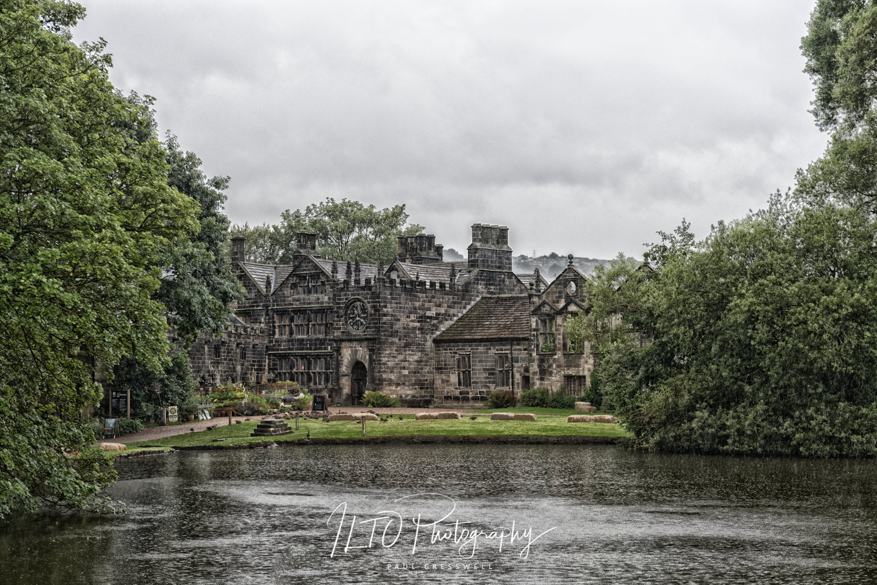 Riddlesden Hall wedding photographer, Wet wedding