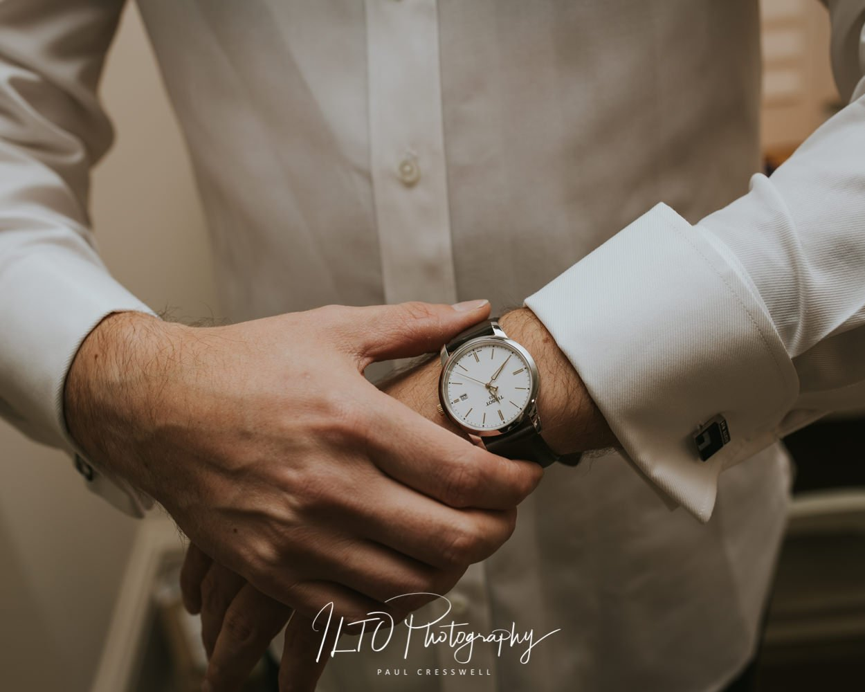 Wedding present ideas for grooms watch